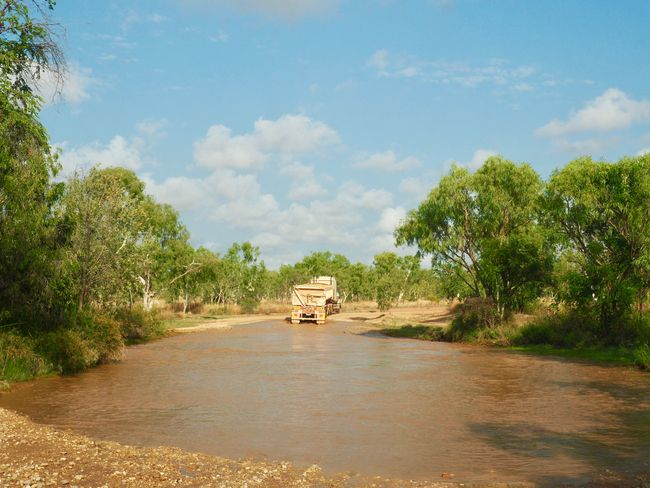 more and more crossings through water ... without a 4x4 you are screwed around here