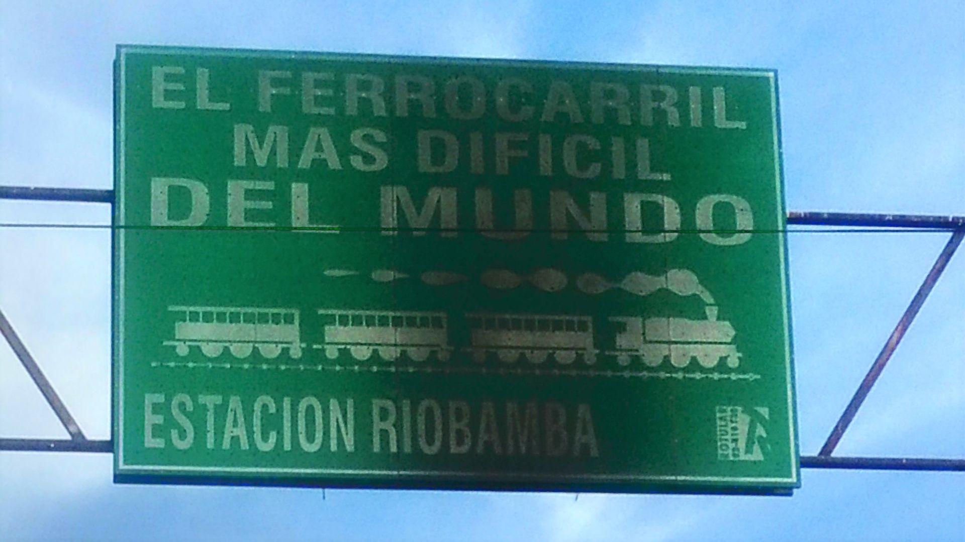 In Riobamba wird stolz auf die einst schwierigste Strecke der Welt hingewiesen.
