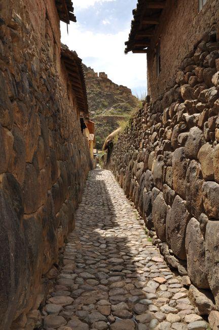 Auf alten Inkasteinen aufgebaut