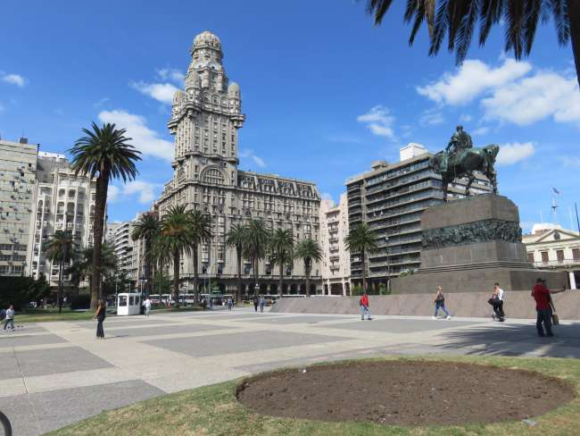 Plaza de Independencia in Montevideo
