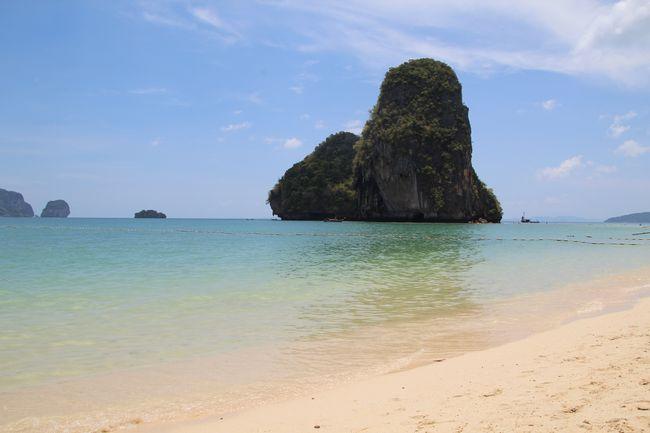 Felsen vor dem Tat Phra Nang Beach