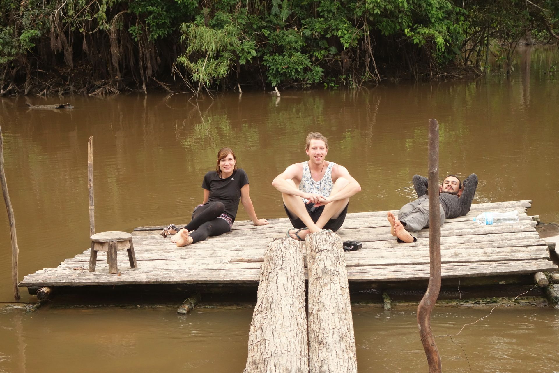 Mit nettem Steg zum entspannen. Das war meine Dschungelcrew. Raphaela und Roberto.