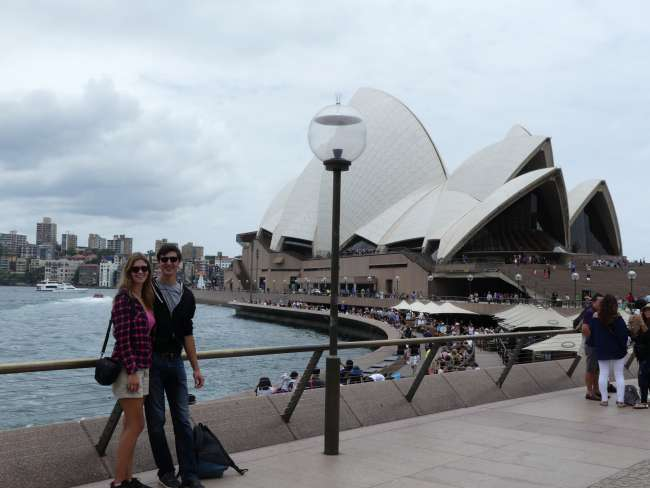 Vor dem Opera House in Sydney