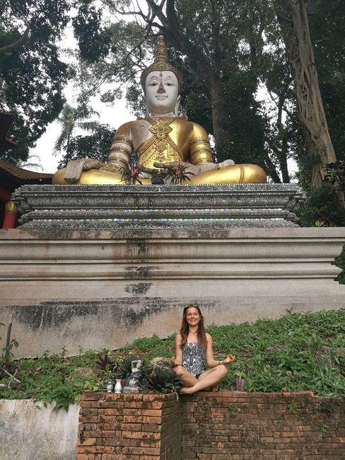 Großer Buddha vorm Touritempel
