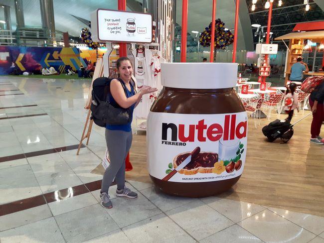 Dieser wundervolle XXL-Nutella Glas haben wir in Dubai am Flughafen gefunden - und mussten es leider dort zurückalssen.