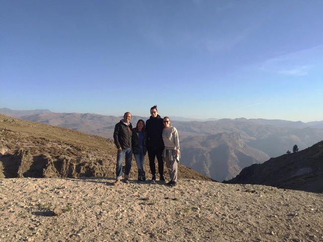 Meine Chilenischen Gasteltern und meine Holändische ''Gastschwester'' bei einem Ausflug in den Bergen.