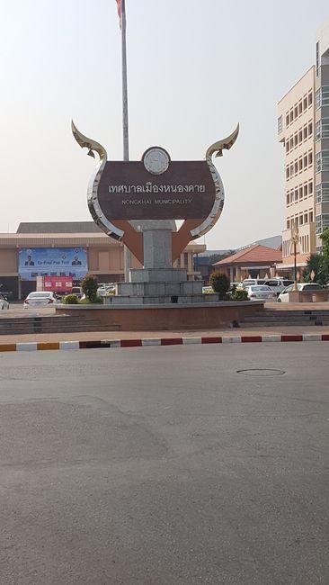 Mit dem Fahrrad ging es noch morgens durch die Stadt Nong Khai.