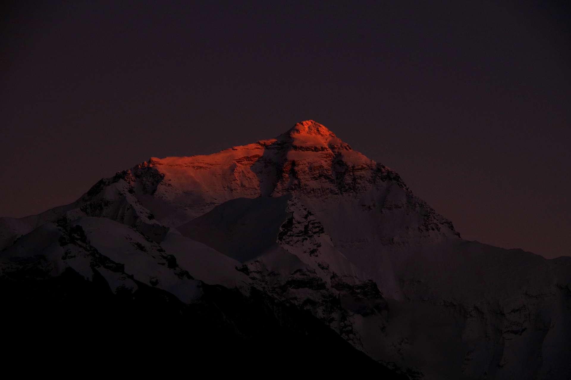 die letzten Sonnenstrahlen am Everest