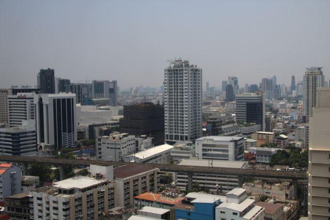 Aussicht aus unserem Zimmer auf die Hochhäuser in der Ferne