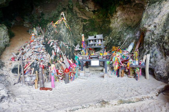 Penis-Schrein in der Phra Nang Cave