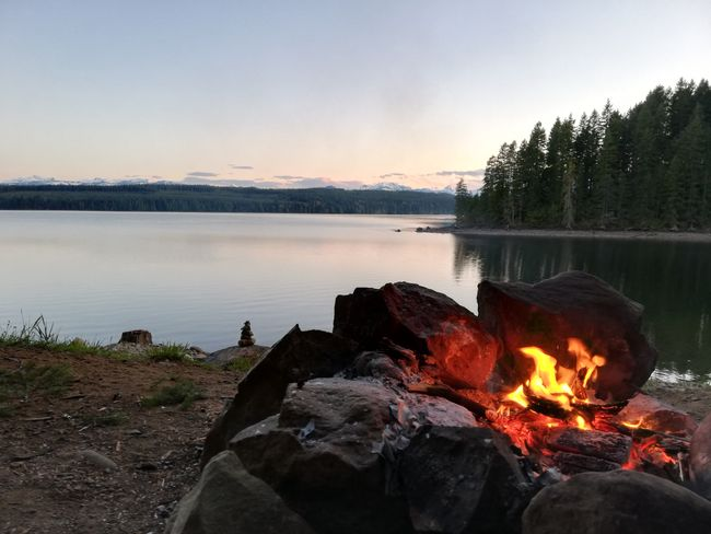 Lagerfeuer am Campbell Lake