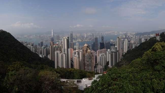Wunderschöne Aussicht vom Peak auf die Stadt.