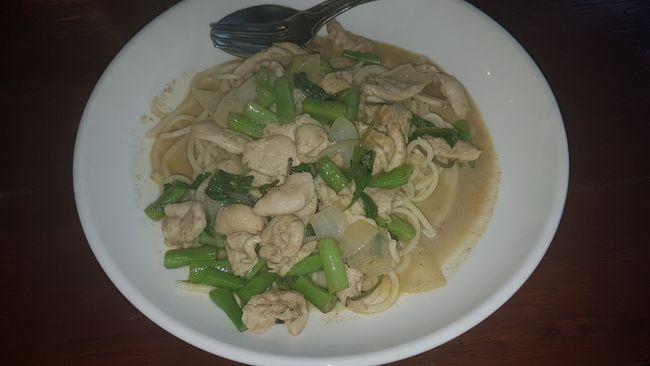 Mein Mittagessen: Spaghetti mit Green Curry.