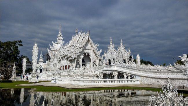 Wat Rong Khun in voller Pracht