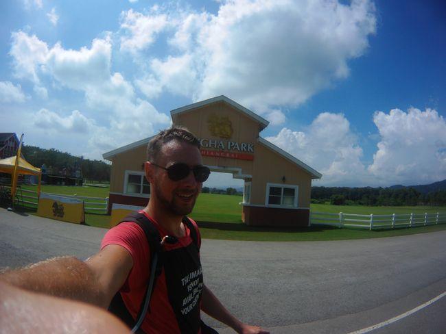 Nach einer Radtour von 14 km endlich im Singha Park in Chiang Rai angekommen.