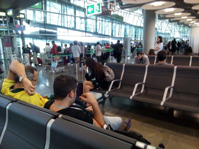 Am Flughafen in Madrid, bald ist es so weit!!